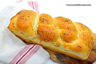 сплетен хляб