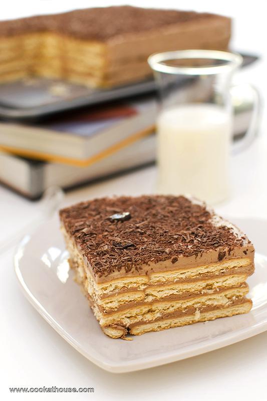 шоколадова бисквитена торта